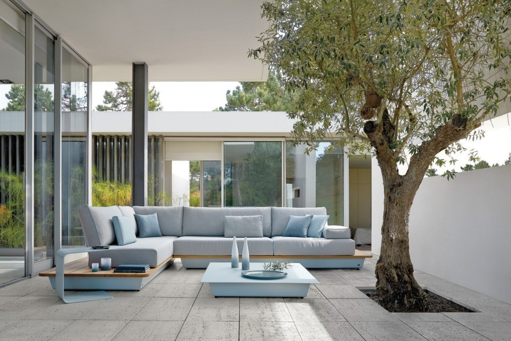 10 items of designer outdoor furniture to inspire a new for Designer garden furniture