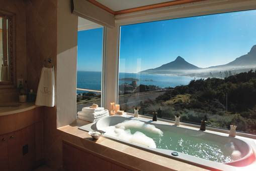 fascinating bathroom ocean view | 7 Amazing Ocean View Bathrooms That Will Have You Packing ...