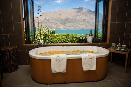 7 Amazing Ocean View Bathrooms That Will Have You Packing Your Suitcase - Azur Lodge, Queenstown