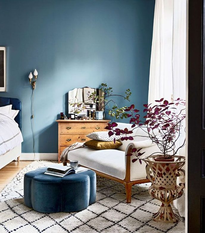 How to decorate your bedroom for a better night 39 s sleep london design collective - Tiny bedroom decoration comforting your sleep with delicate layout ...