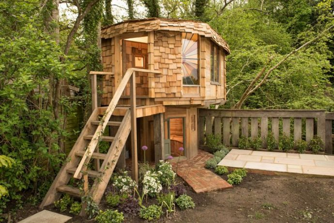 Shed Of The Year 2017 - CABIN AND SUMMERHOUSE WINNER AND OVERALL SHED OF THE YEAR 2017 WINNER: Mushroom House – owned by Ben Swanborough in Surrey - Image Via House Beautiful - By Cuprinal